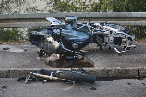 Unfall Motorrad Gestern by V 246 Hringen T 246 Dlicher Motorradunfall Kradfahrer
