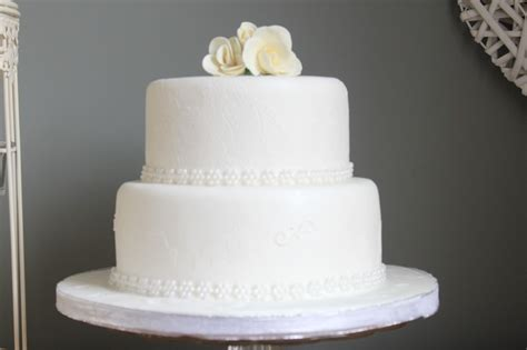 white 2 tier wedding cake white wedding cake two tier cakes white