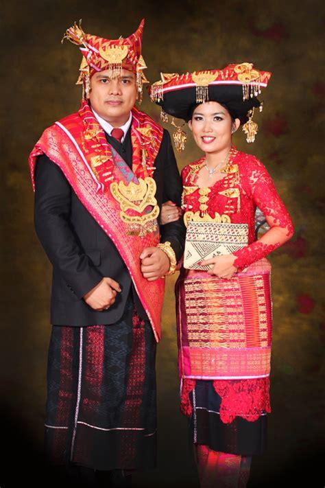 Baju Adat Perkawinan Batak pakaian adat suku karo batak 2013 galeri mamasa