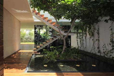 garden inside house casa veintiuno by hernandez silva arquitectos homedsgn