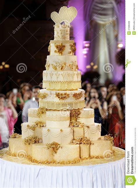 giant wedding cakes giant wedding cake royalty free stock images image 27088439
