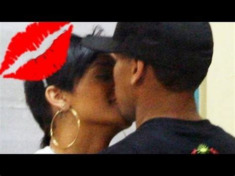 kiss kiss rihanna and chris brown s caught kissing youtube