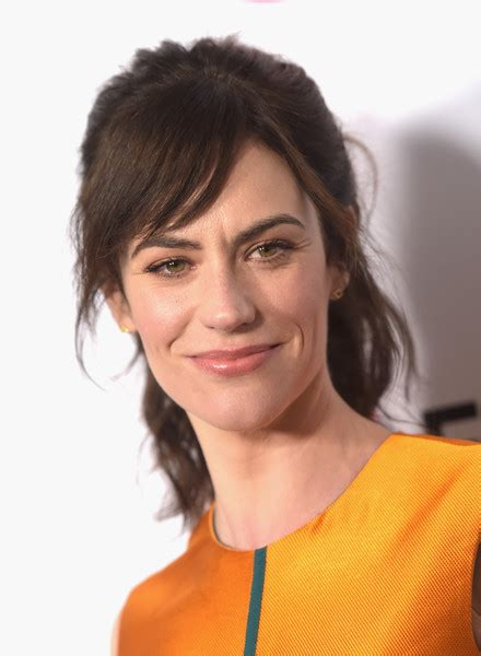 does mavgie siff wear extensions maggie siff loose ponytail maggie siff looks stylebistro