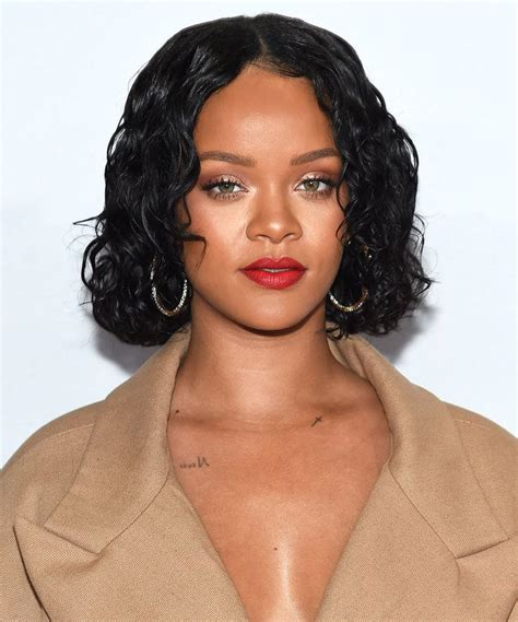 rihanna hairstyle ideas thehairstyler com best 25 rihanna curly hair ideas on pinterest rihanna