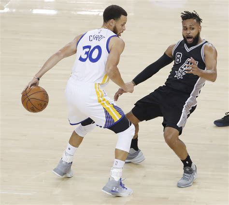 stephen curry bench press stephen curry leads rout of spurs in the under armour curry 3zer0 footwear news