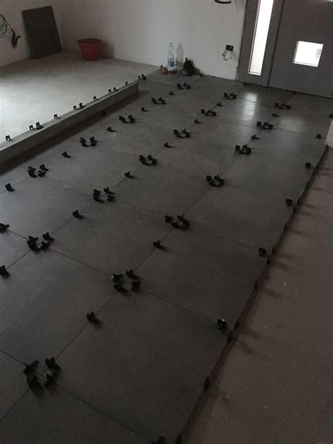 posa delle piastrelle posa delle piastrelle per nuovo pavimento mb lab