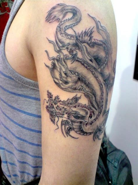 tattoo dragon in hand traditional chinese dragon tattoo on hand tattooimages biz