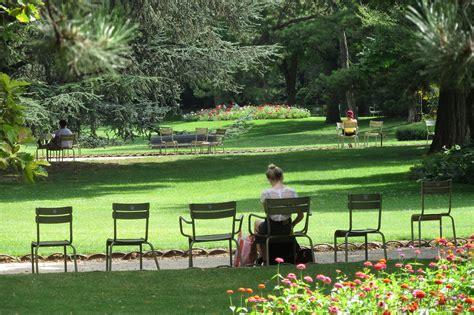 fl 226 ner dans le serein jardin du luxembourg parisencore