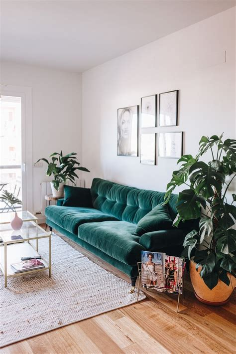 green sofa living room decor best 25 velvet sofa ideas on emerald green