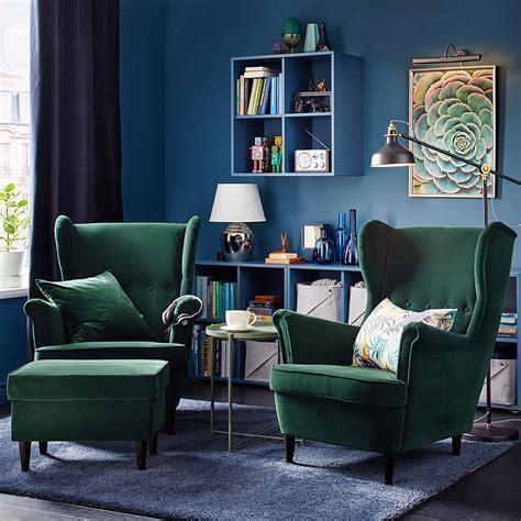 sofas und couchgarnituren wohnzimmer a comfy corner for tea and a chat ikea