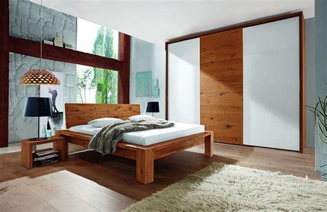 schlafzimmer in weiß moderne sessel