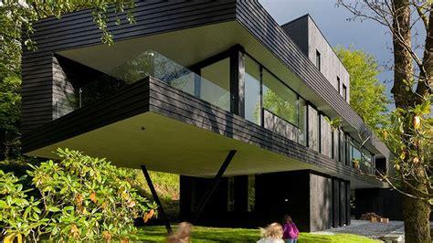 norwegian architect built  family  treehouse