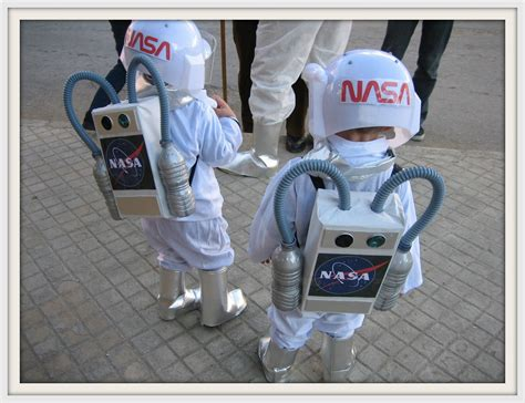 astronauta de material reciclado creando ardiles disfraz casero astronauta