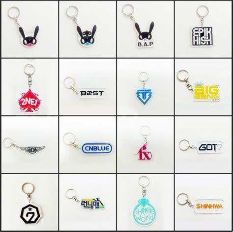 Ready Stock Logo Keychain Acrylic Bts And Wanna One gantungan kunci keychain kpop harga rp 15 000 jenis