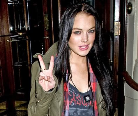 Is Lindsay Lohan Friends With Another Socialite In Rehab by Socialite Lindsay Lohan Spreads Peace Around Oh