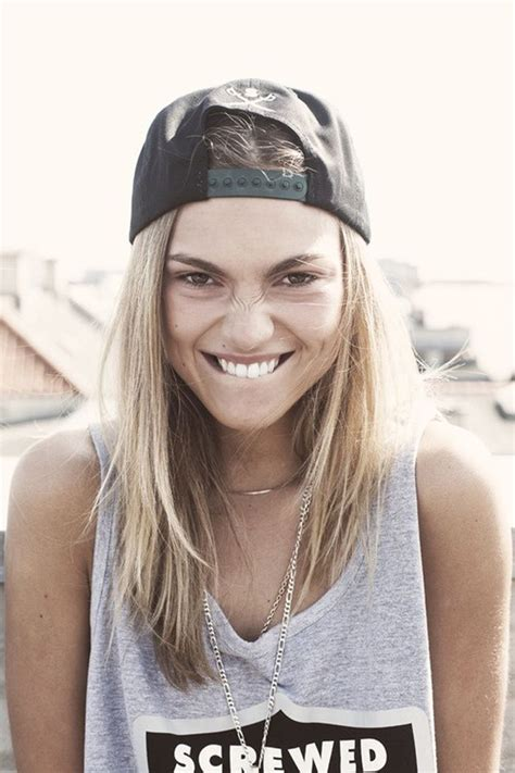 casual hairstyles with accessories 30 stylish ways to wear baseball cap for girls girls