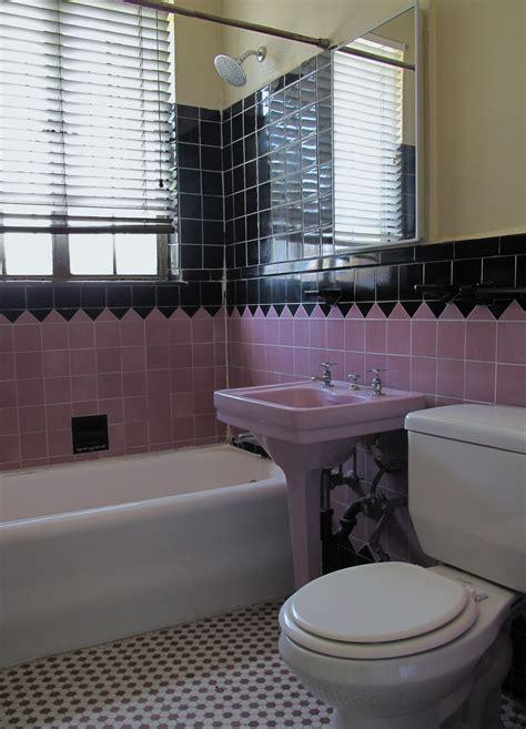 File pink and black bathroom jpg wikimedia commons