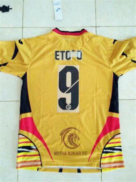 desain jersey mitra kukar ada nama samuel eto o di jersey mitra kukar bolalob com