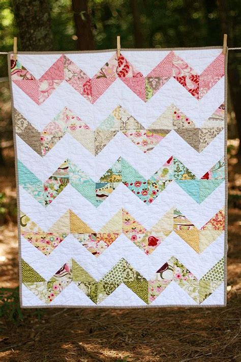 Zig Zag Baby Quilt Pattern by Hunky Dory Zig Zag Baby Quilt Chevron Scrap Fabric And