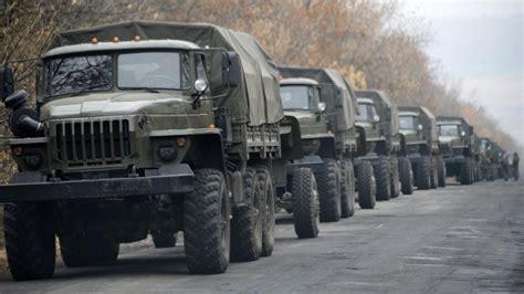 Auto Berf Hren Ohne Kennzeichen by Ukraine 80 Milit 228 R Lastwagen Zu Separatisten Unterwegs Welt