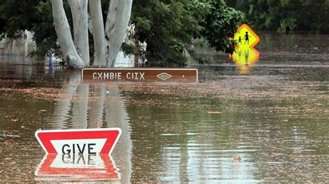 red hill design gympie gympie on flood alert as clean up begins following