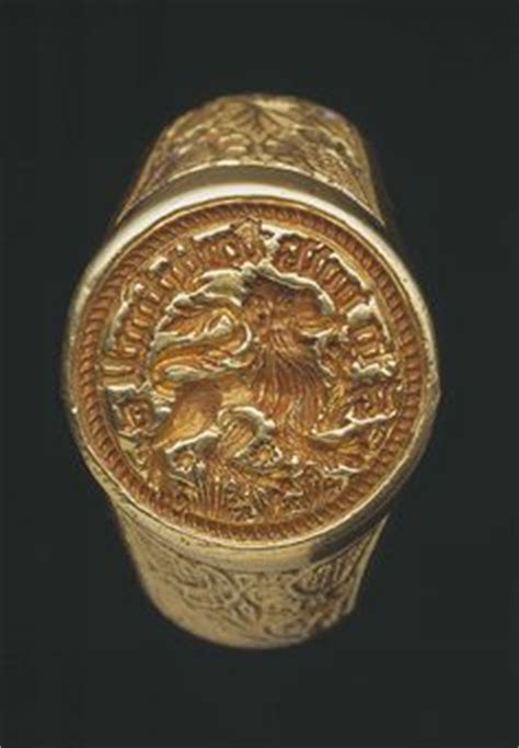0030845335 the gold war the story family crest signet ring no idea why i m so obsessed with