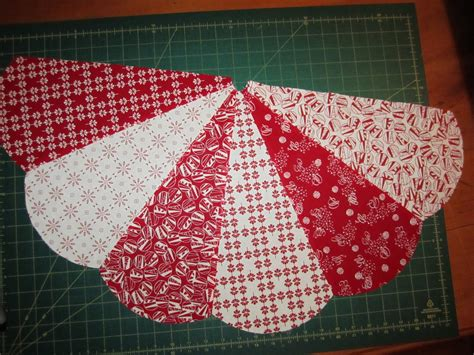 pattern for a christmas tree skirt sunday s quilts christmas tree skirt tutorial part 3