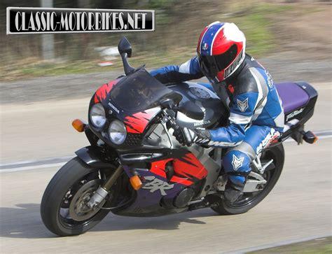 honda cbr 900 rr honda cbr900rr fireblade road test classic motorbikes