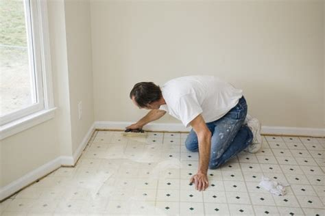 how much does it cost to buy install linoleum flooring