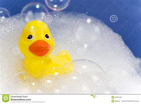 rubber duck in bathtub bathtub with bubbles and duck www pixshark com images