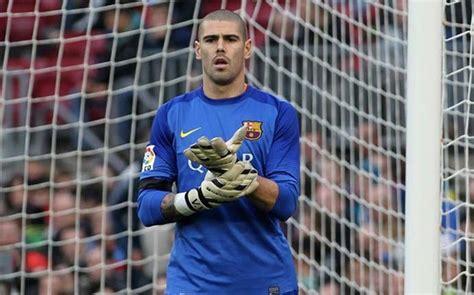 barcelona goalkeeper history revealed victor valdes is the best goalkeeper in la liga