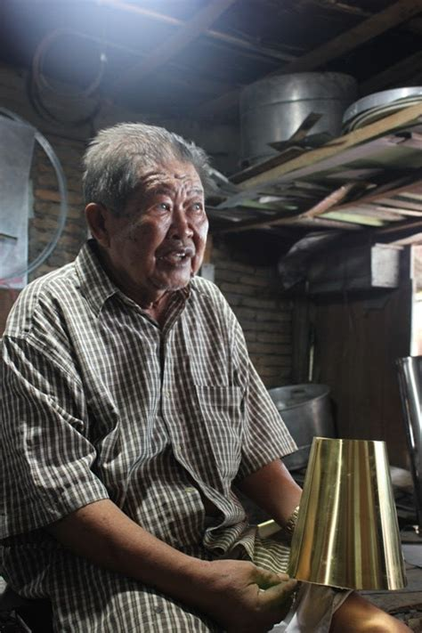 Teko Tradisional al de trix peracik teko dari pasar kalimbu