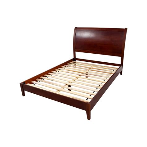 70 Off Sleepy S Sleepy S Queen Wooden Bed Frame Beds Used Bed Frame