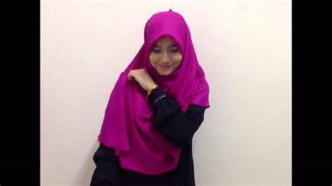 tutorial halfmoon qaira hijab tutorial 2 qadeeja bawal halfmoon classic by uswah youtube