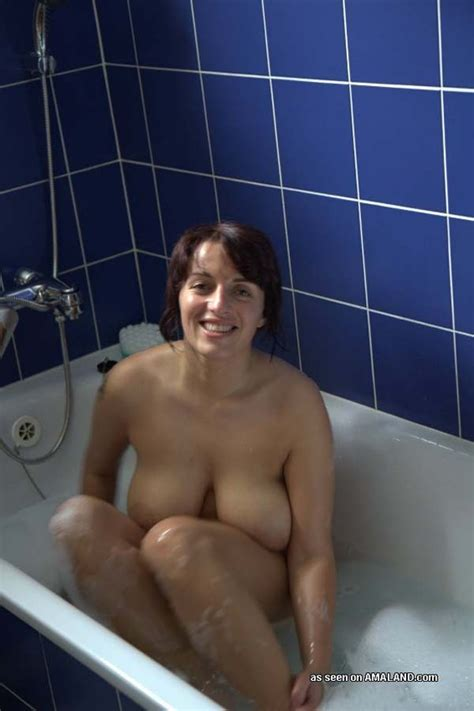 Pictures Of A Busty milf Posing Naked In The Bath pichunter