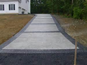 Cobblestone driveway with black brick borders