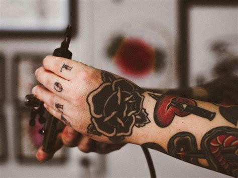knuckle tattoo healing everything to know about knuckle tattoos tattooaholic com