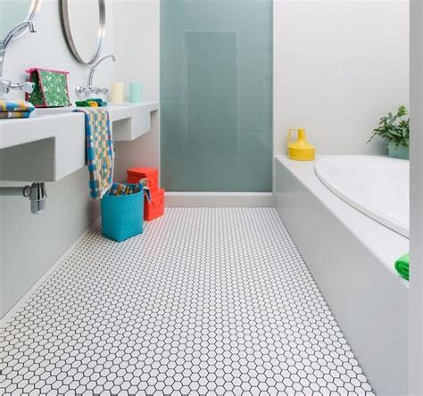 Vinyl Floor Tiles Bathroom by The 25 Best Vinyl Flooring Bathroom Ideas On