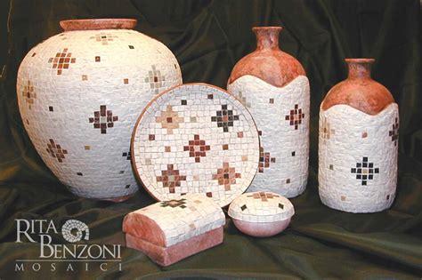 decorare vasi terracotta vasi terracotta decorazione mosaico marmo