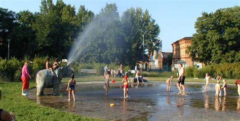 Britzer Garten Plansche by Plansche Forckenbeckplatz Wasserspielpl 228 Tze Top10berlin