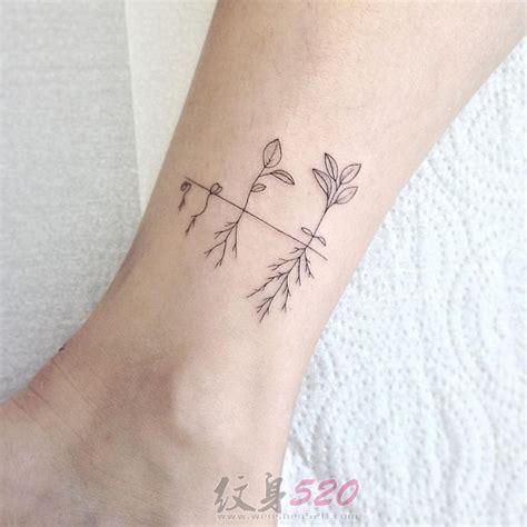 女生脚踝上黑色植物素材简约线条纹身图案