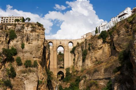Malaga Shore Excursion: Private Ronda Day Trip including Bullring and Wine Tasting 2017