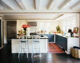 No Cabinets In Kitchen by The Peak Of Tr 232 S Chic Kitchen Trend No Upper Cabinets