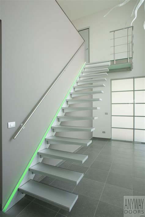 Zwevende Trap In Aluminium Met Rgb Led Verlichting Led Led Lights Stairs