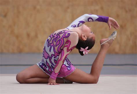 vestidos de gimnasia rtmica en los juegos infantiles noticias