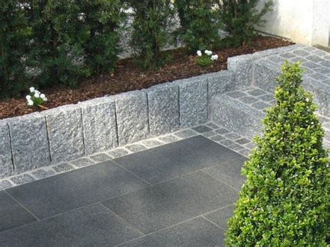 Begrenzungssteine Garten by Hellgrauer Granit Randstein Als Beeteinfassung Traum Terrassen Garten