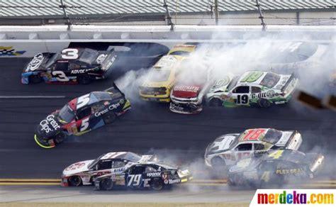 film balap mobil nascar foto kecelakaan balap mobil nascar di daytona merdeka com