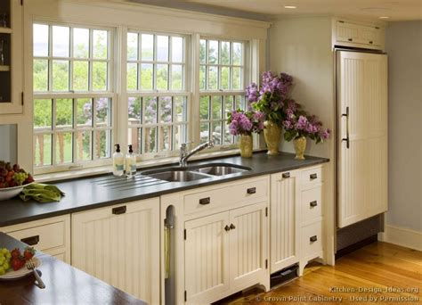 country kitchen white cabinets pictures of country kitchen cabinets afreakatheart