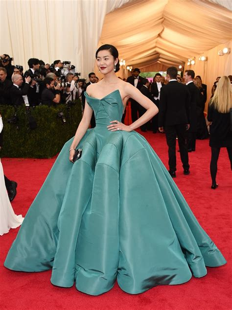 Lucky Liu At The Met Costume Gala With Zac Posen And 35 Carats Of Yellow Sapphires To Left liu wen at the met gala 2014 liu wen model