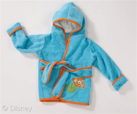 finding nemo baby bathtub disney baby finding nemo bathtub and robe launch in stores plus a giveaway classy mommy